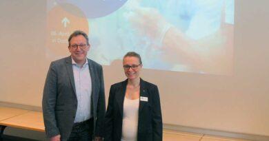 Dr. Ann-Kathrin Hömme und Prof. Dr.-Ing. Thomas Felderhoff freuen sich über die Kooperation zwischen der BUFA und der FH Dortmund.