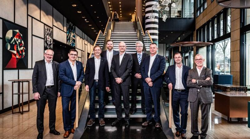 BIV-OT-Präsident Alf Reuter und Vizepräsident Albin Mayer nehmen im Namen des Vorstandes des Bundesinnungsverbandes persönlich Abschied von Bodo Schrödel, der seit März 2020 Mitglied des BIV-OT-Vorstands war.