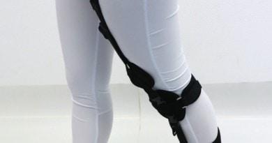 Neuron-Swing-Assist-HKAFO, bei deren Entwicklung Anleihen bei alten Prothesen gemacht wurden, die sich zur Vorbringung des Unterschenkels eines Gummizuges bedienten.
