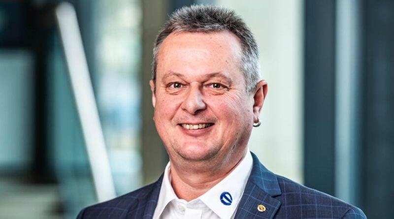 Albin Mayer, Vizepräsident des BIV-OT, zeigt sich zufrieden mit dem erfolgreichen Vertragsabschluss mit SpectrumK.
