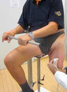 Die klinisch ermittelten Muskellücken zur Positionierung der Stabilisatoren werden sonografisch überprüft und deren Lage ggf. angepasst. Die Messung erfolgt auf der für den Scan vorgesehenen Sitzeinheit, um die sonografischen Daten reproduzierbar zuordnen zu können.