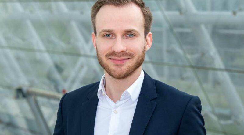 Simon Schleifnig ist Mitentwickler der virtuellen Ausstellung zur OTWorld.connect.