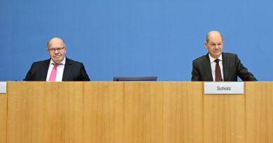 Bundeswirtschaftsminister Peter Altmaier (links) und Bundesfinanzminister Olaf Scholz stellten die neusten Corona-Wirtschaftshilfen vor.