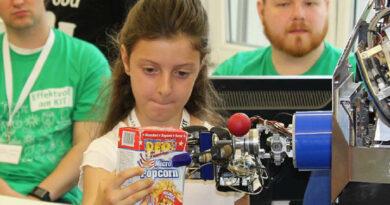 Humanoide Roboter machen Künstliche Intelligenz erfahrbar