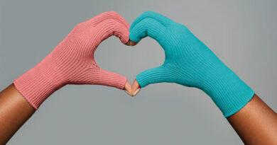 """""""Coral"""" und """"Ocean"""" heißen die beiden neuen Farbtöne für die flachgestrickten Kompressionsprodukte VenoTrain curaflow von Bauerfeind."""