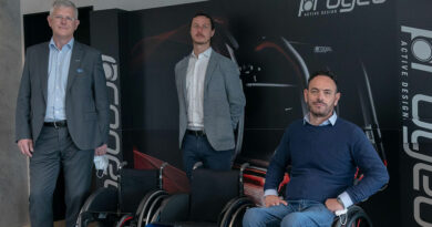 Verkündeten gemeinsam die Übernahme von Progeo durch durch den Rollstuhlhersteller Permobil: (v.l.) Bengt Thorsson, Leonardo Pivato und Luciano Nosella.
