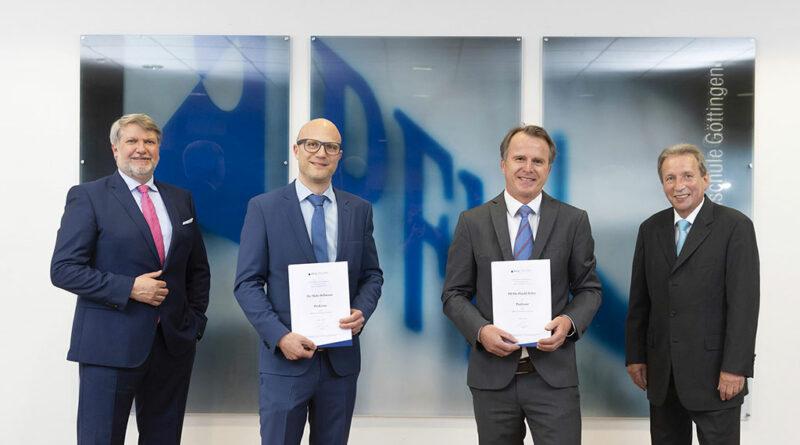 (von links): Prof. Frank Albe, Dr. Malte Bellmann und Dr. Harald Böhm verabschiedeten Prof. Dr. Siegmar Blumentritt nach über zehn Jahren in Lehre und Forschung der Orthobionik an der PFH Private Hochschule Göttingen in den Ruhestand.