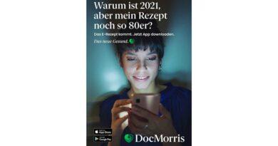 Plakatmotiv aus der aktuellen E-Rezept-Kampagne der Versandapotheke DocMorris. Ab 1. Januar 2022 wird das E-Rezept für alle Verordnungen verschreibungspflichtiger Arzneimittel für gesetzlich Versicherte verpflichtend. Die Verordnung von Hilfsmitteln zieht ab Mitte 2026 nach. Die AG Telematik im BIV-OT beschäftigt sich schon jetzt mit dem Workflow.