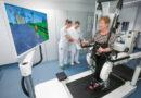 Patientin trainiert auf dem Lokomat®.