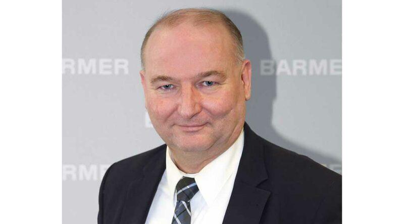 Thorsten Jakob, Pressesprecher der Barmer Ersatzkasse, nimmt Stellung zur Kritik der Fachgesellschaften zur Online-Einlagenversorgung.