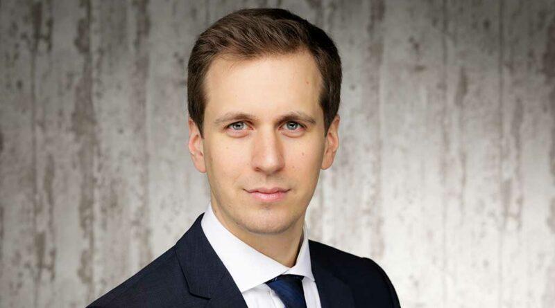 Alexander Hesse spricht über rechtliche Aspekte und Konsequenzen der Online-Einlagenversorgung bzw. wie es in der entsprechenden Anlage der Barmer Ersatzkasse heißt: der E-Versorgung.