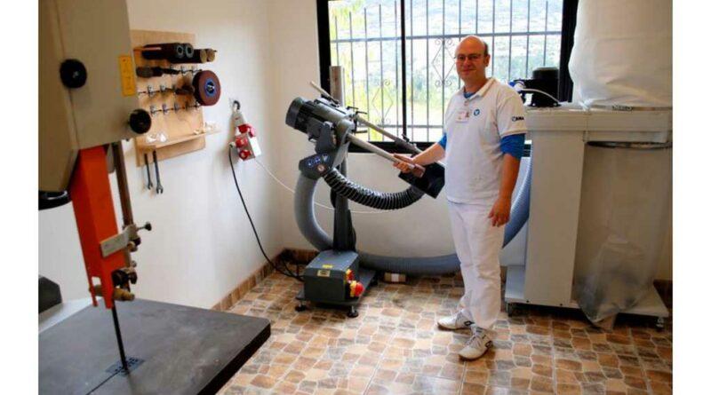 Orthopädietechniker Daniel Müller hat die OT-Werkstatt aufgebaut. Foto: Diospi Suyana