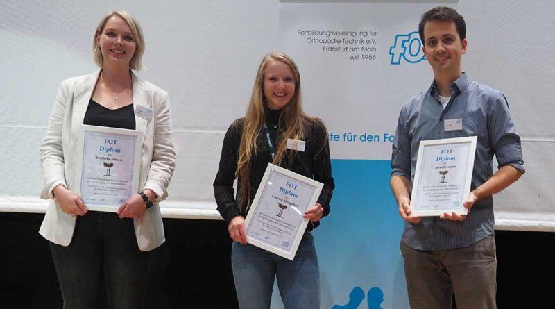 (v.l.) Katrin Jensen, Lorena Klingebiel und Lukas Kemper sind die Preisträger des FOT-Diploms 2021.